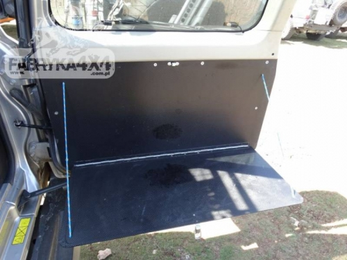 4 Masa plianta usa spate Nissan Patrol Y61